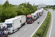 Český řidič, který měl v kamionu migranty, dostal dva roky