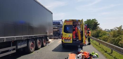 Nehoda tří kamionů zablokovala silnici z Brna na Mikulov.