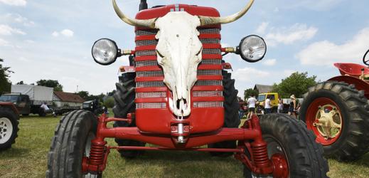 V Žebnici se posedmnácté utkaly traktory v jízdě do vrchu.