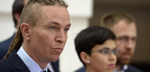 Předseda Pirátů Ivan Bartoš a první místopředsedkyně Olga Richterová vystoupili 9. července 2019 v Praze na tiskové konferenci před jednáním Poslanecké sněmovny.