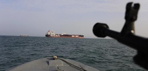 Britský tanker Stena Impero byl zadržen íránskými gardami v pátek.