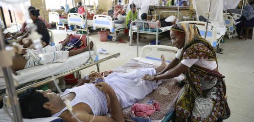 V nemocnicích po celé zemi je zhruba 4400 nakažených pacientů.