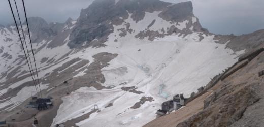 Ledovec na hoře Zugspitze.