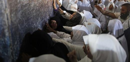 Modlitby jsou považovány za nejdůležitější obřad muslimské pouti do Mekky.
