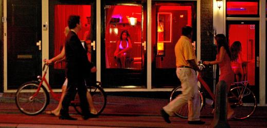 Čtvrť červených luceren v Amsterodamu.