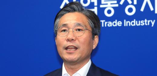 Jihokorejský ministr obchodu Song Jong-mu.