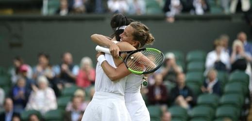 Tenistka Barbora Strýcová se svou deblovou parťačkou Su-wej Sie.