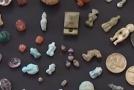 Archeologové našli v Pompejích sbírku rituálních amuletů.