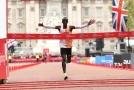 Eliud Kipchoge zaběhl druhý nejrychlejší maraton historie.