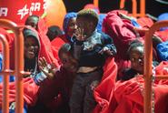 Itálie povolila vylodění nezletilých migrantů, na palubě zůstává 107 lidí