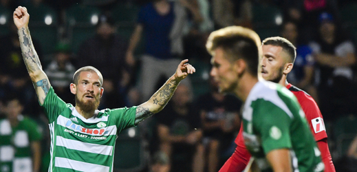David Bartek z Bohemians (vlevo) se raduje z rozhodujícího gólu utkání.