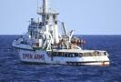 Situace na lodi Open Arms: voda i jídlo na příděl.