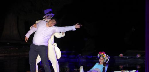 Divadelní představení Alenka v říši divů olomouckého divadla Tramtarie na třetím ročníku festivalu Řeka má duši.