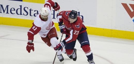 Dmitrij Jaškin (vpravo) zakončil loňskou sezonu v dresu Washingtonu.