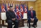 Severokorejský vůdce Kim Čong-un (vlevo) a prezident USA Donald Trump.
