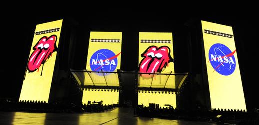 NASA pojmenovala valící se kámen na Marsu po kapele Rolling Stones.