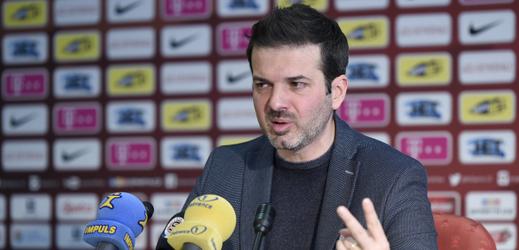 Andrea Stramaccioni na tiskové konferenci ve Spartě.