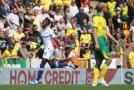 Tammy Abraham (v bílém) slaví gól do sítě Norwiche.