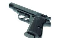 Drama v Hradci: ozbrojený muž se zabarikádoval doma