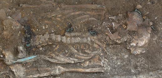 Archeologové odkryli v Uherském Brodě na Uherskohradišťsku unikátní hrob velmože z římského období.