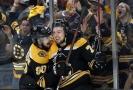 Hokejový obránce Charlie McAvoy dnes podepsal v NHL nový tříletý kontrakt s Bostonem.