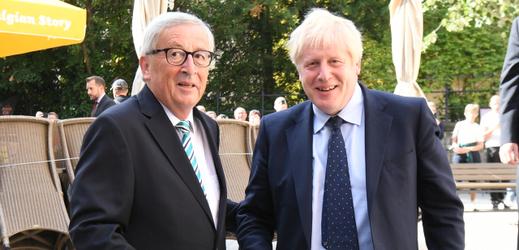 Britský premiér Boris Johnson (vpravo) a předseda Evropské komise Jean-Claude Juncker.