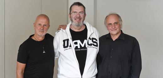 Hudebníci (zleva) Ondřej Soukup, Richard Müller a Michael Kocáb.