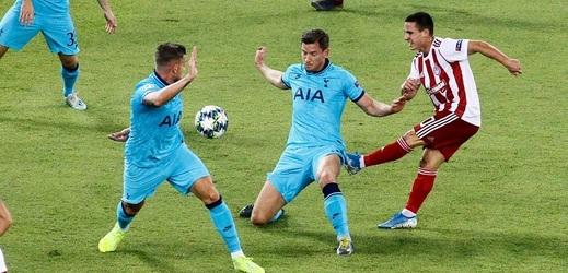 Fotbalisté Tottenhamu vstoupili do základní skupiny Ligy mistrů remízou.
