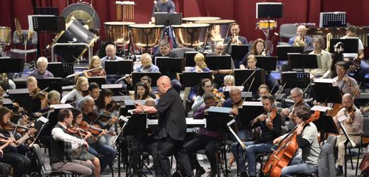 Filharmonie Brno pod taktovkou dirigenta Dennise Russella Daviese zkoušela 19. září 2019 dopoledne v Brně před večerním zahajovacím koncertem sezony.