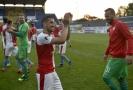 Hráči Slavie se radují z vítězného utkání, vpředu Nicolae Stanciu.