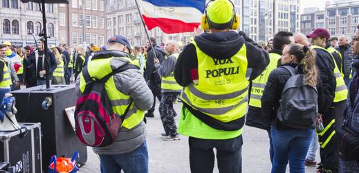 Macron chce po protestech žlutých vest lidem lépe naslouchat.