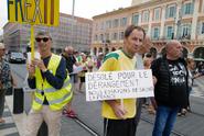 Levicoví radikálové při protestu za ochranu klimatu řádili