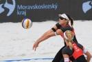 Barbora Hermannová (na příjmu) a Markéta Nausch Sluková nezvládly první šanci na olympijskou účast.