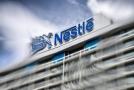 Jednou z firem, které se zavázaly snížit emise skleníkových plynů, je i švýcarská Nestlé.