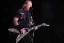 Zpěvák a kytarista James Hetfield.