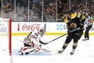 David Pastrňák dává gól v přípravě na NHL.