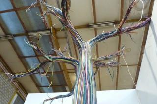 Strom z kabelů výtvarnice Shendry Stucki.