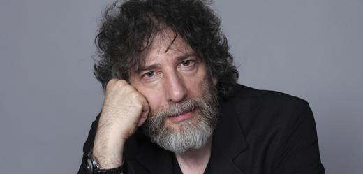 Britský spisovatel Neil Gaiman.