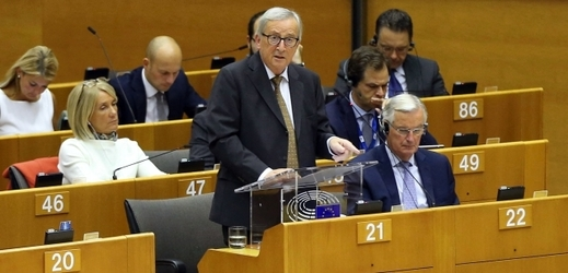 Šéf EK Jean-Claude Juncker při proslovu.