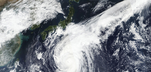 Japonsko zasáhne tajfun.