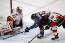 Brankář David Rittich během čtvrtečního utkání NHL.