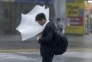 Tajfun v Japonsku má dvě oběti.