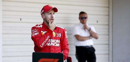 Vettel nechápe význam selfie. Výjimku udělal s Merkelovou.