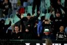 Bulharští fotbaloví fanoušci při zápase s Anglií.