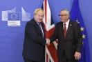 Britský premiér Boris Johnson (vlevo) a předseda Evropské komise Jean-Claude Juncker (vpravo).