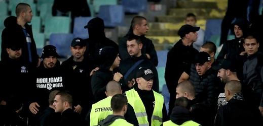 V Bulharsku obvinili mladíka za rasismus proti Anglii.