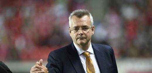 Předseda představenstva Jaroslav Tvrdík potvrdil, že červenobílí jednají s blíže neurčeným arabským zájemcem o generálním partnerství.