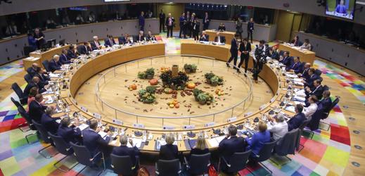 Unijní lídři na debatě v Bruselu.