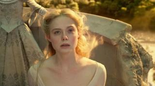 Elle Fanningová jako Růženka.