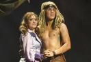 Urostlý David Gránský jako Tarzan se svou Jane.